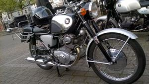 Dennis's 1964 305 Honda is beautifully maintained